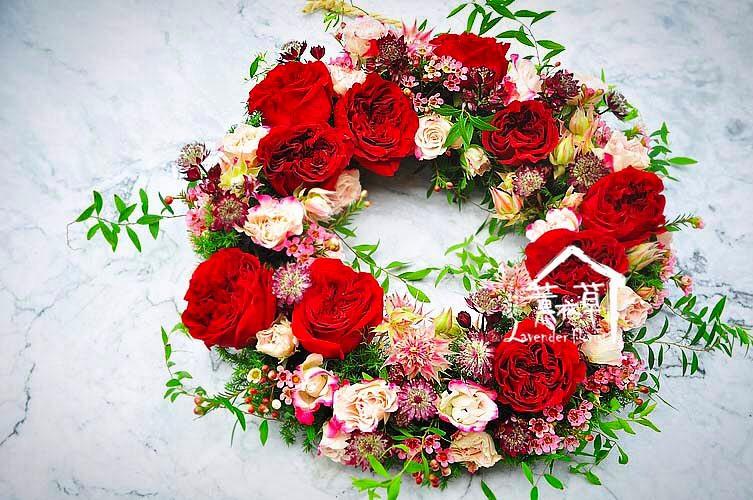 鄉村風玫瑰花圈代表主人熱情招待