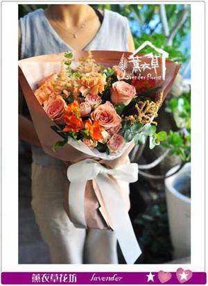 奶茶玫瑰花束 107080818